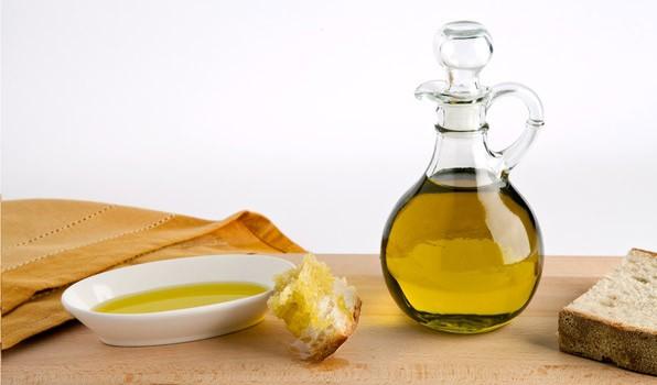 Zdrowy olej roślinny na zimno tłoczony