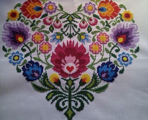 modne kolorowe hafty