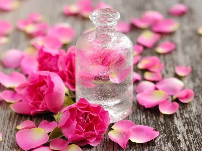 Jak zrobić wodę różaną? Sprawdź sam!