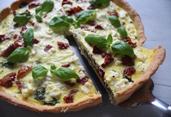 413-Tarta-ze-szpinakiem-i-suszonymi-pomidorami-KuchniaWeDwoje_pl-635x427